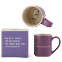 """Astrid Lindgren Mugg Med Öra Lila """"Jag är en vacker och genomklok…"""""""